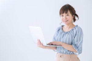 女性のオフィスカジュアル