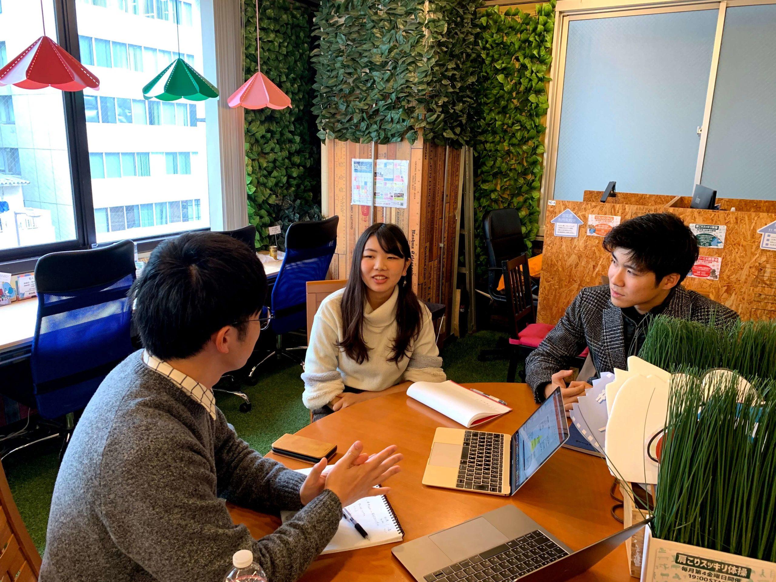 「就活の教科書」編集長 岡本と一緒にインタビューがスタート